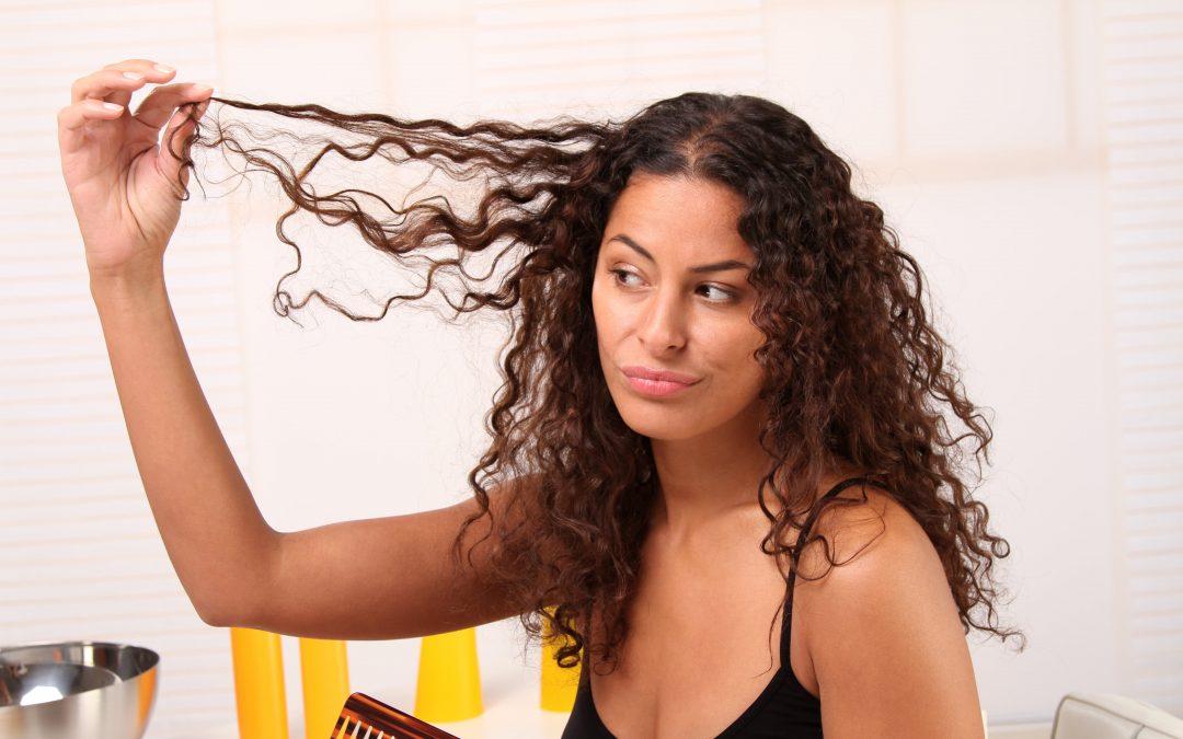 Por que meu cabelo não para de quebrar?